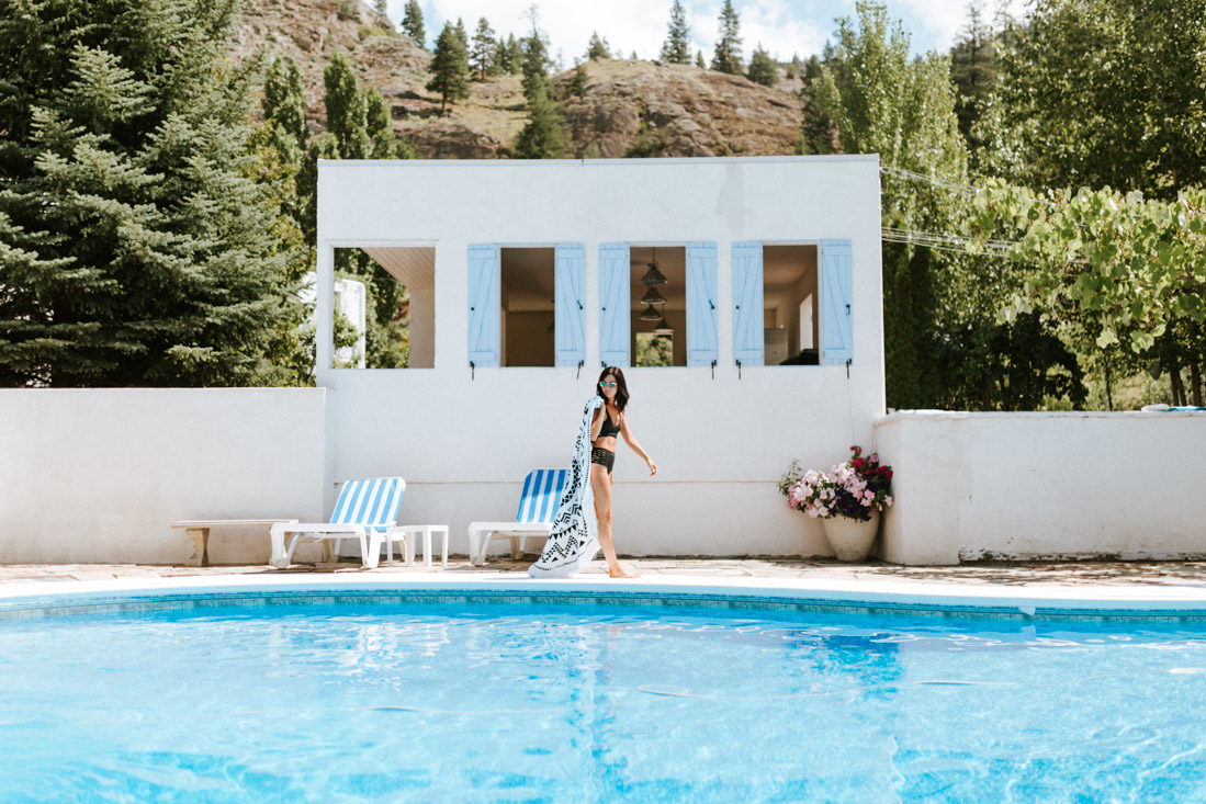 pacific North West lifestyle and wedding Photographer gods mountain fashion by the pool
